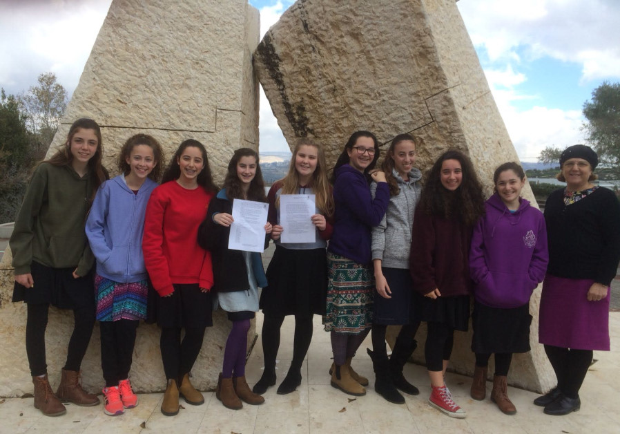 AMIT students with the letter they penned to UN General Assembly President Miroslav Lajcák.