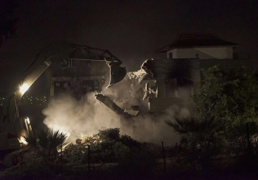 IDF demolishes the home of a terrorist behind the Havat GIlad attack