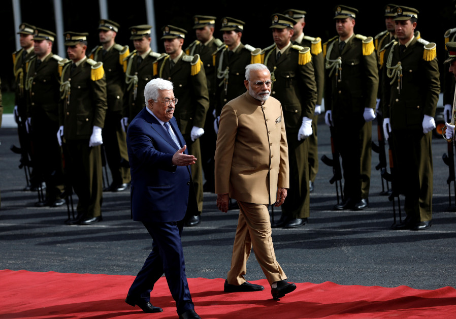 Modi meets Abbas, lauds 'strong, historic relations'