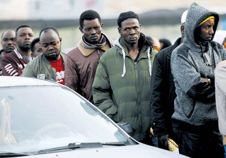 L'expulsion des migrants africains en question
