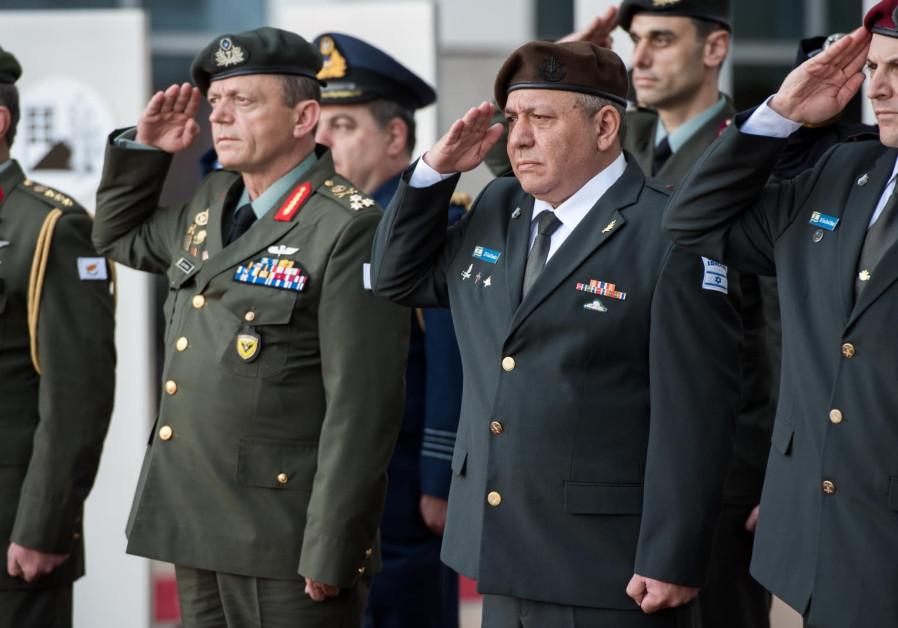 Head of the Cyprus National Guard Lt.-Gen. Leontaris and IDF Chief of Staff Lt.Gen. Eisenkat