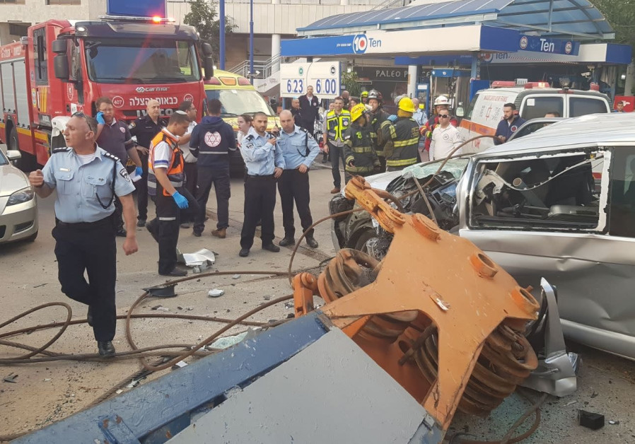 Woman crushed by crane in Kfar Saba