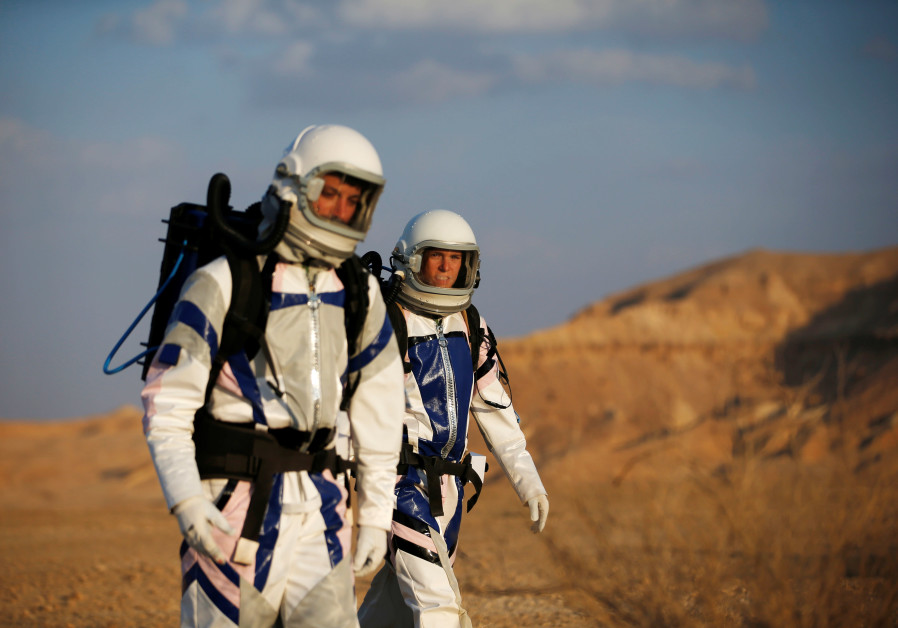 Israeli scientists take part in an imitation experiment for Mars