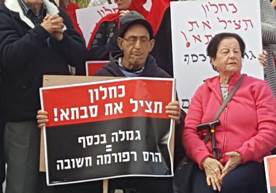 Protest against plan to provide elderly with money instead of care-hours