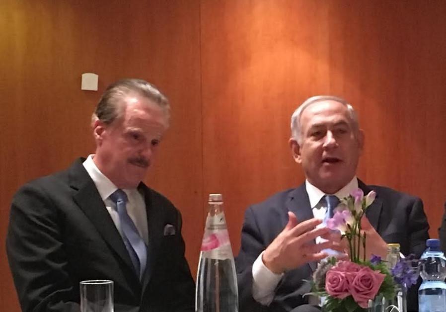 Dr. Mike Evans and Prime Minister Benjamin Netanyahu at their meeting last week in Jerusalem
