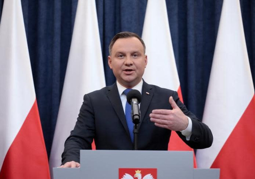 Polish president apologizes to Jews driven out in antisemitic incidents