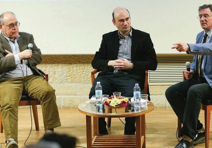 AUTHORS ELLIOT JAGER (left) and Azriel Bermant (center) discuss British-Israeli relations.