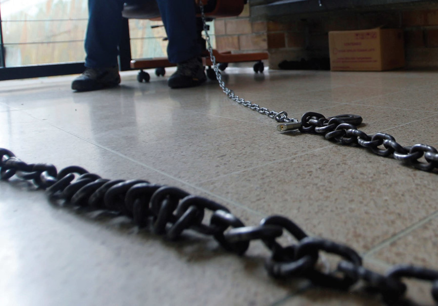 A chain, symbolic of women chained to marriage