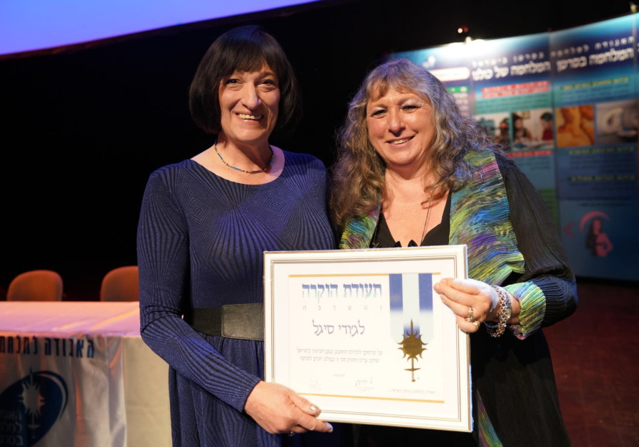 Jpost Health and Science Editor wins award for fight against smoking