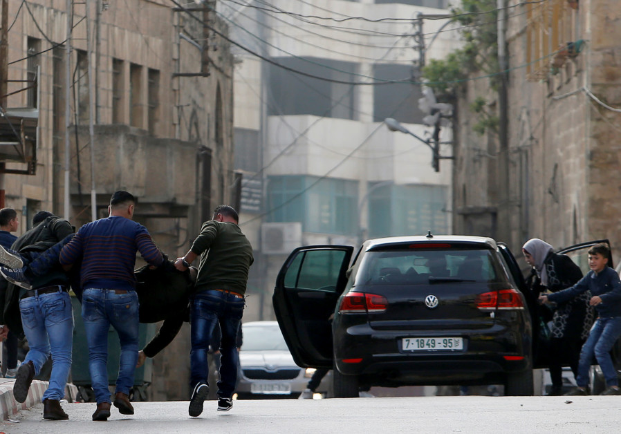Israeli troops kill Palestinian in West Bank clashes