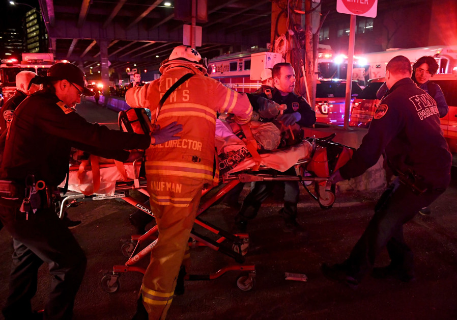 Paramedics perform CPR on a victim of the helicopter crash in New York, March 2018