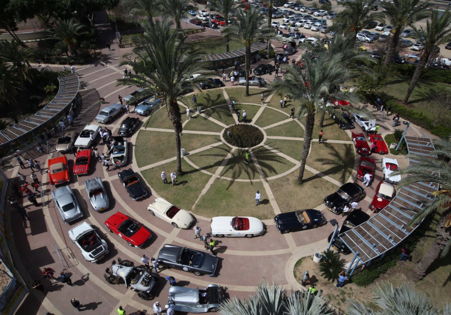 """Classic cars participate in the """"Holy Land 2018"""" drive throughout Israel"""