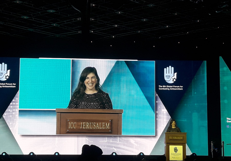 Mayim Bialik: I am happy to take public bullet for Israel