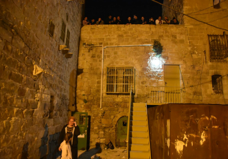 Hebron Jews move into the Beit Rachel and Leah buildings