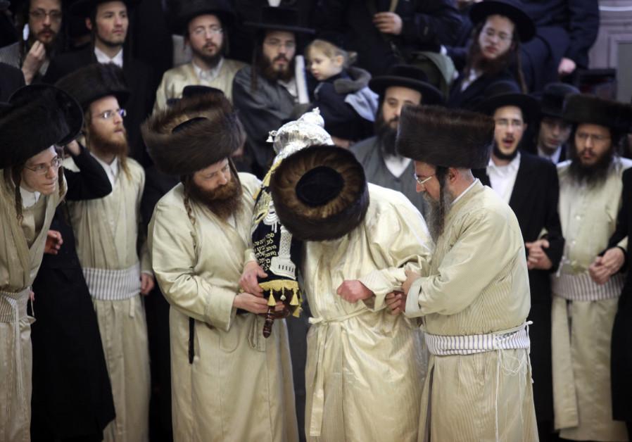 Rabbis dedicate a new torah scroll
