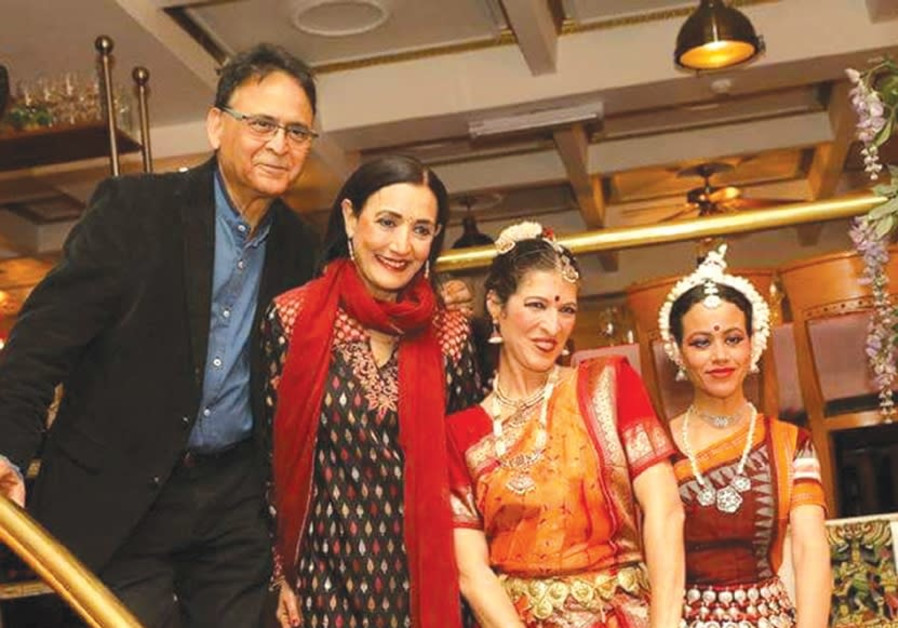 Vinod and Reena Pashkarna with Indian entertainers