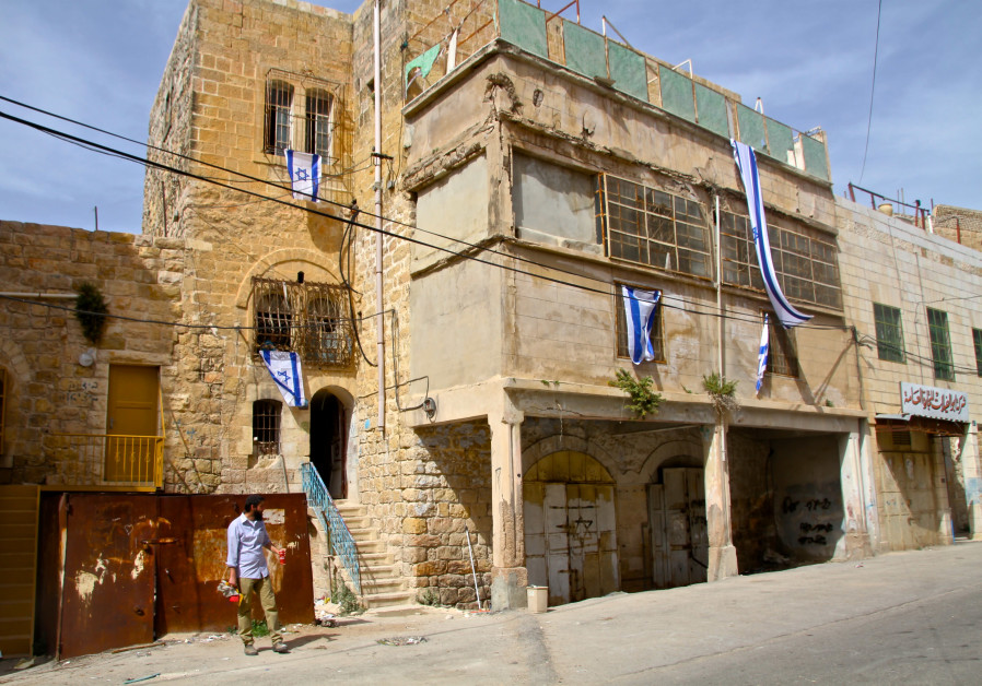 Will defense minister let settlers stay in two Hebron homes?