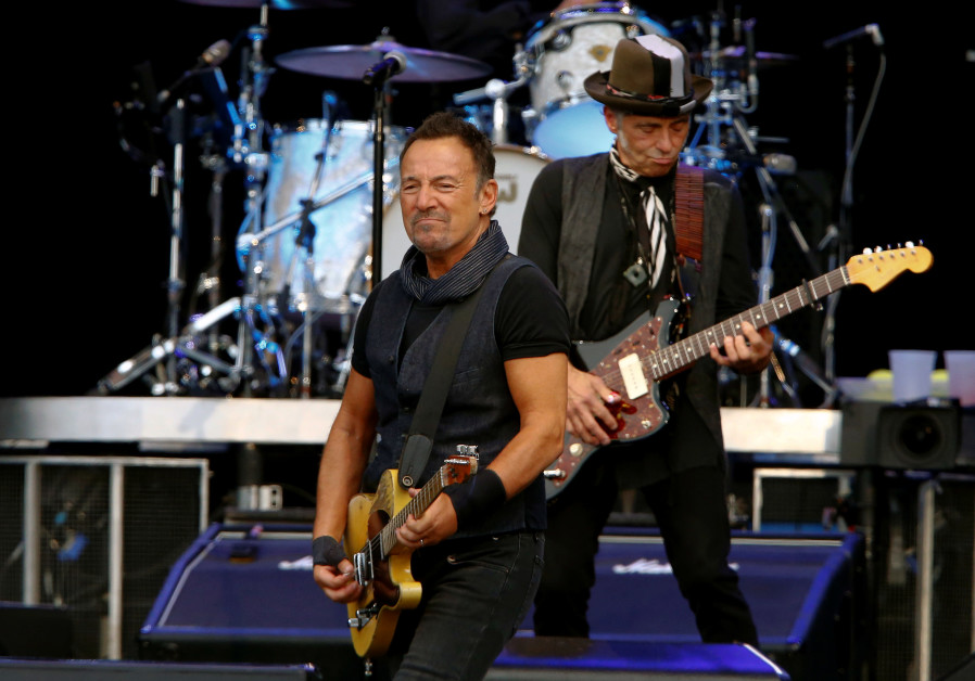 Bar mitzva guitar to the rescue for E-Street Band's Nils Lofgren