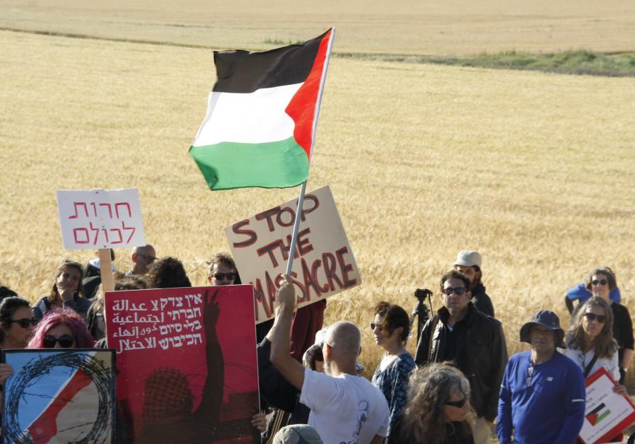 A protest in Yad Mordechai against violence on the Gaza border, Saturday, March 31 2018. (Photo: Kaja Bouman)