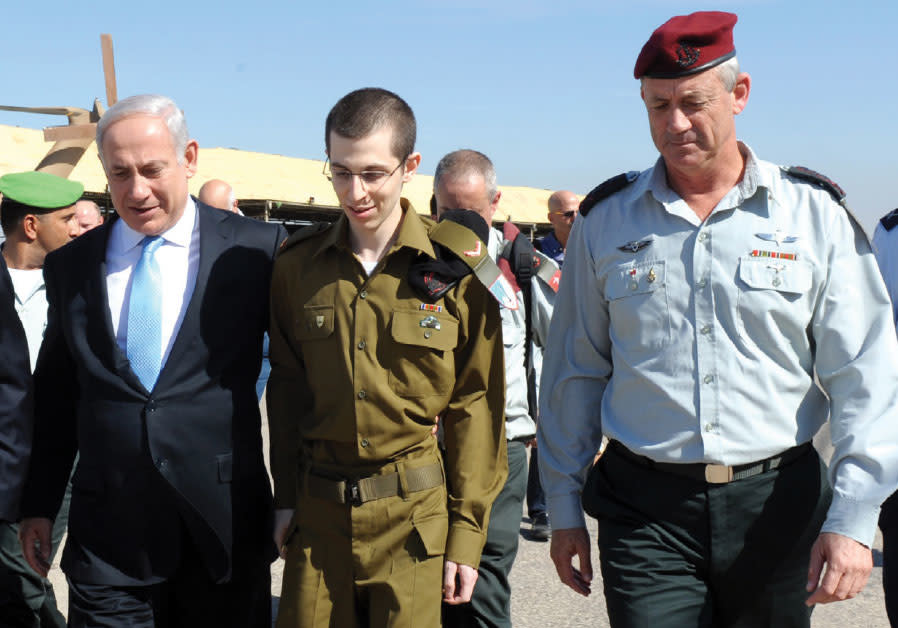 Captured IDF soldier Gilad Schalit (center), seen here shortly after his release from Gaza