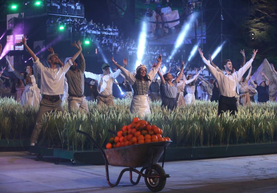 Dancers perform in independence ceremony at Mount Hertzel, credit: MARC SELLEM.
