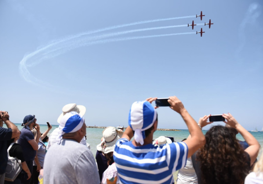 Israel's annual airshow in Tel Aviv marks 70 years of independence. (Kobi Richter/TPS)
