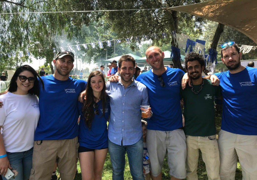 Lone soldiers and friends celebrate Independence Day at Gan Sacher in Jerusalem