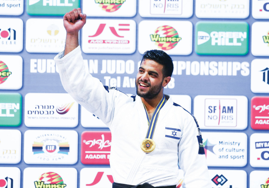Israeli judoka Sagi Muki celebrates with his gold medal after winning the under-81kg event