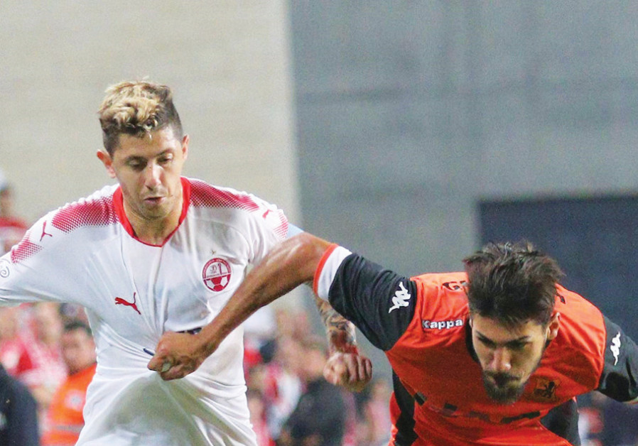 Hapoel Beersheba midfielder Maor Melikson (left) and Bnei Yehuda defender Ayid Habshi (right)