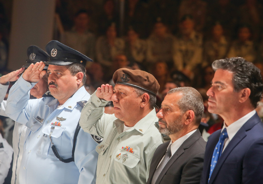 Police chief Roni Alsheikh and IDF Chief of Staff Lt.-Gen. Gadi Eizenkot salute at a Remembrance Day