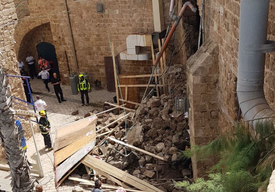 Acre wall collapsed
