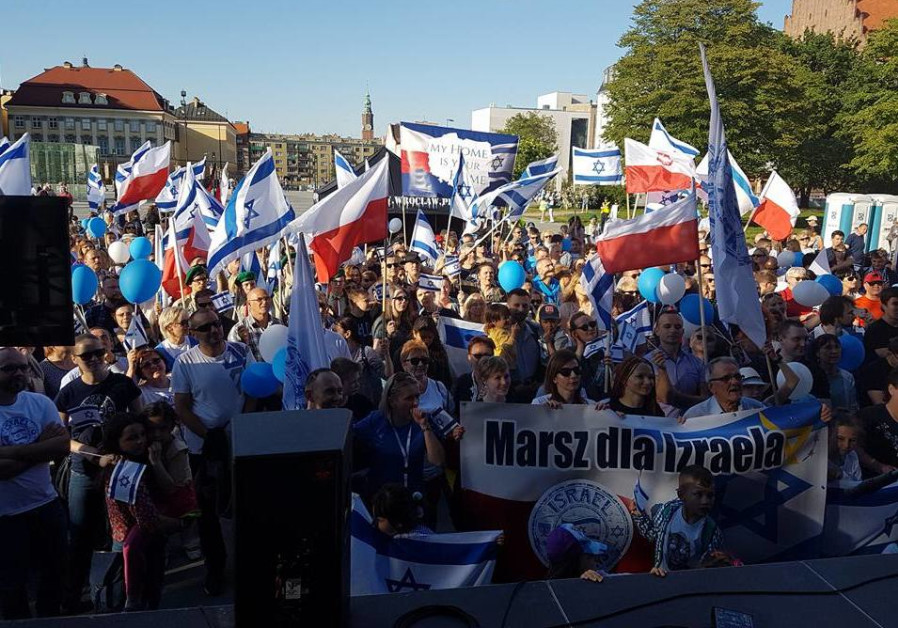 Hundreds of Poles march in support of Israel, against antisemitism