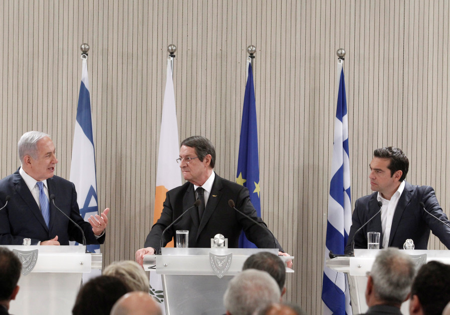 Cypriot President Nicos Anastasiades (C) Israeli Prime Minister Benjamin Netanyahu and Greek Prime M