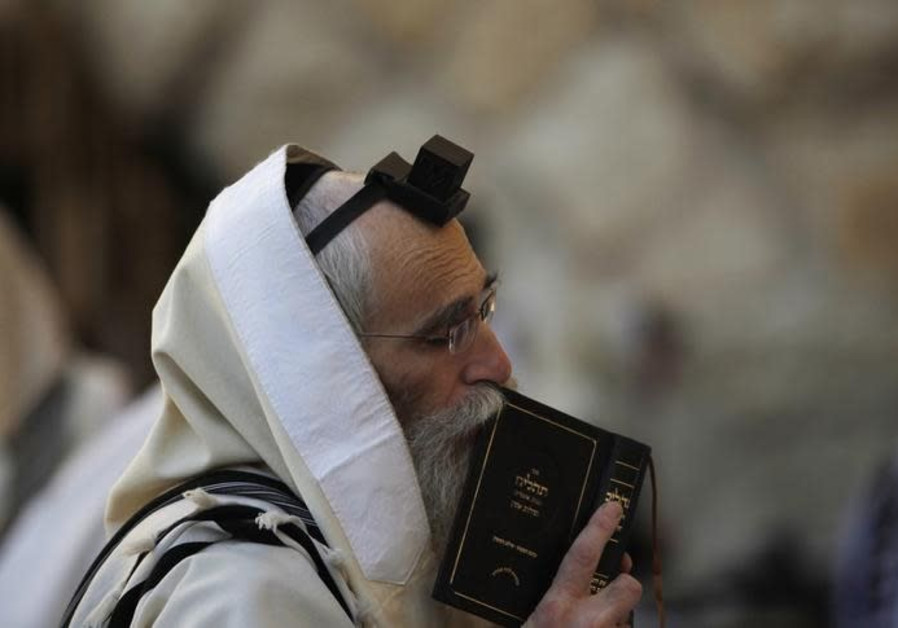 Is regular tefillin wearing key to preventing heart attacks?