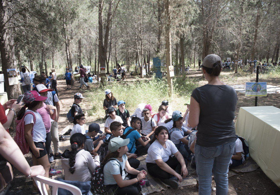 Earth Day with schoolchildren at Rosh HaAyin Community Forest