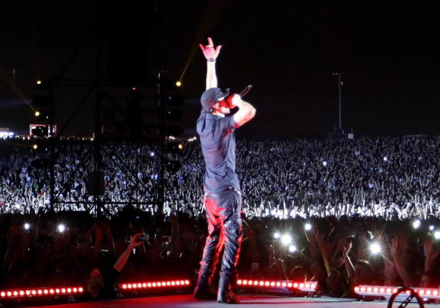 Enrique Iglesias can be your 'Hero' in Tel Aviv