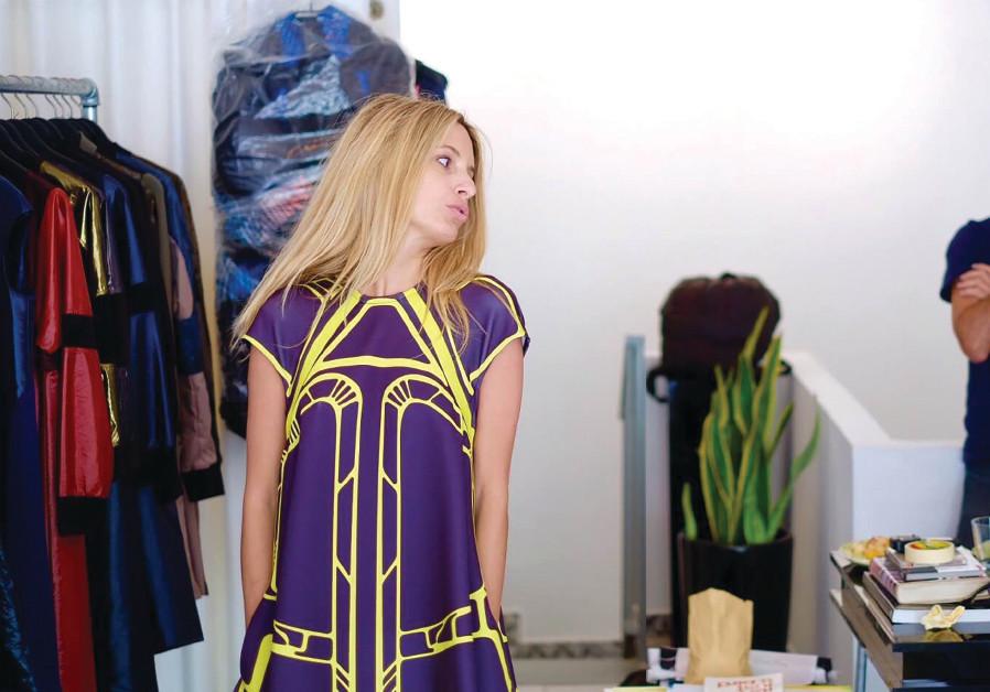 Elisha Abargel looks at a new design