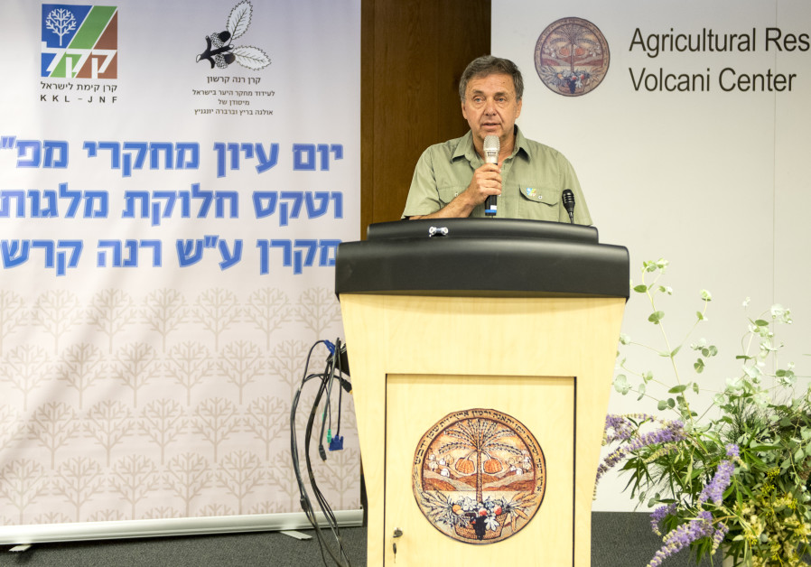 KKL-JNF Head Forester Dr. David Brand addresses the audience at the KKL-JNF Research Open Day