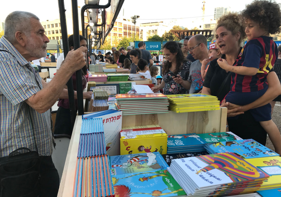Readers check out this year's selection of books at Tel Aviv's  engage Week at Rabin Square on June 6,