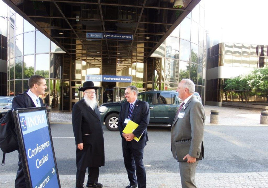 Deputy Health Minister Yaakov Litzman visits Inova Hospital in North Virginia.