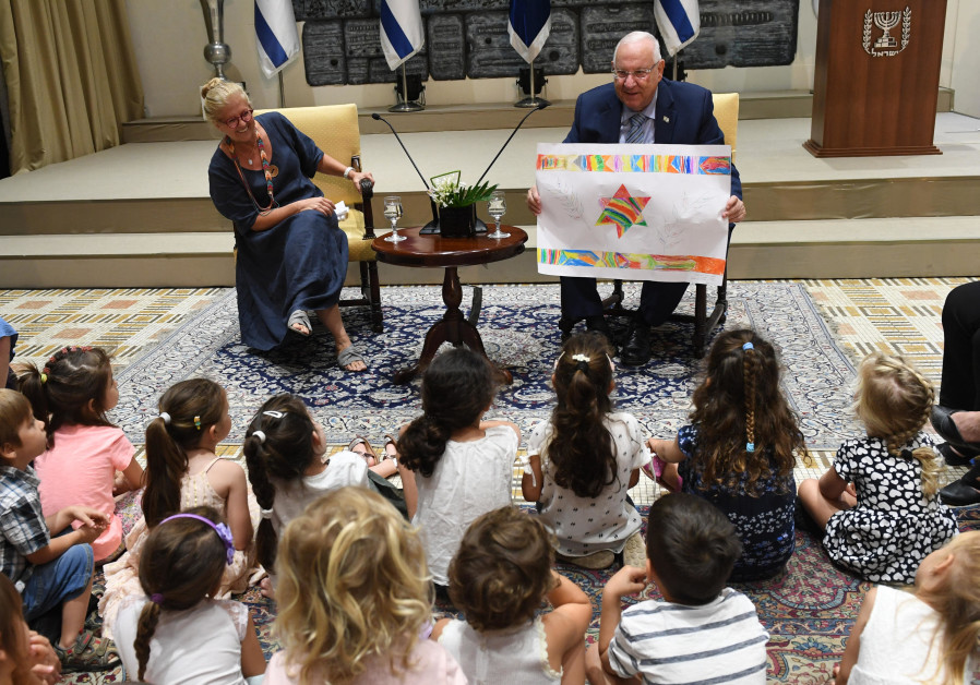 President Reuven Rivlin meets with the children of the Shibolim pre-school at the President's Reside