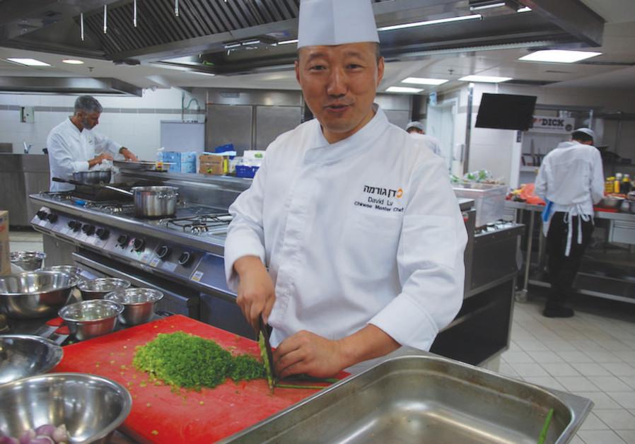 CHINESE MASTER CHEF David Lv at the Dan Gourmet Fine Arts Cooking Center in Tel Aviv last week.