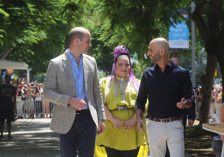 Prince William and Netta Barzilai at Tel Aviv's iconic oldest kiosk, which today is a branch of the Espressobar, June 27, 2018.