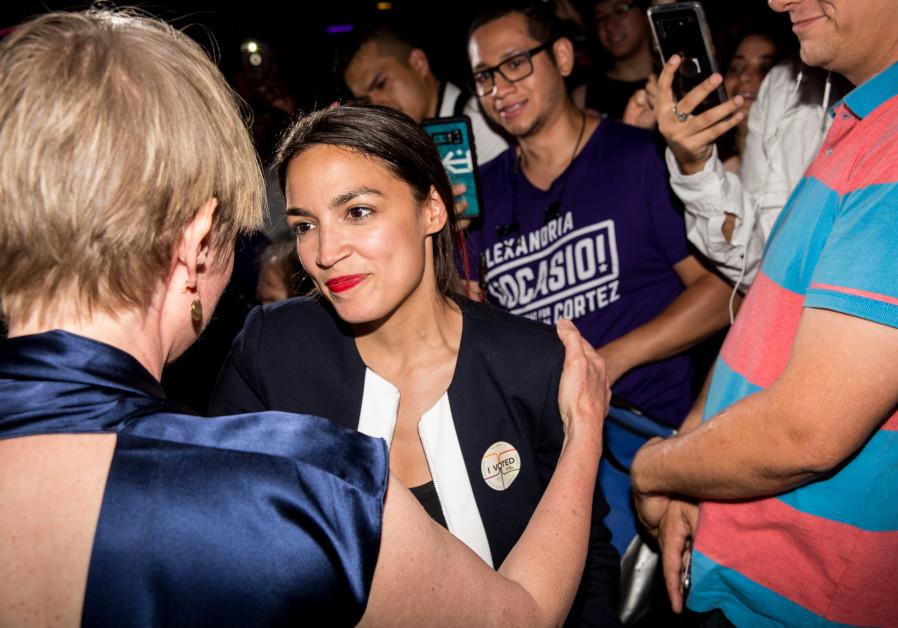 Alexandria Ocasio-Cortez embraces New York gubenatorial candidate Cynthia Nixon