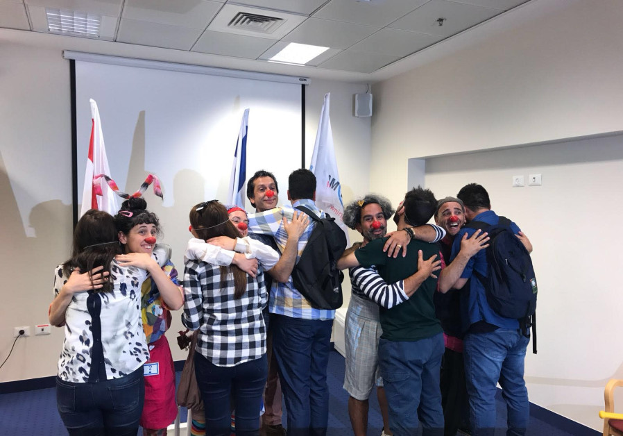Yazidi Participants learn medical clowning