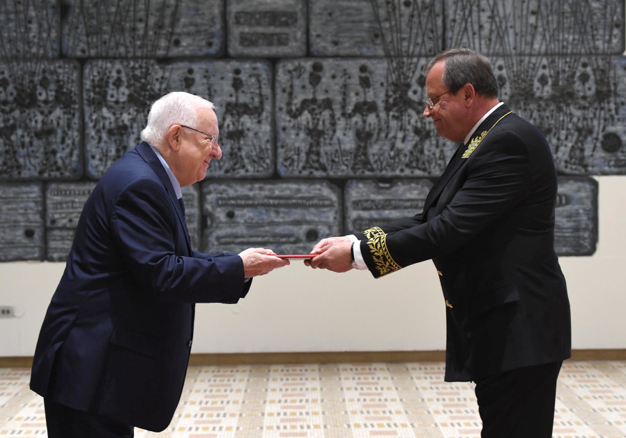 Reuven Rivlin (L) with Russian Ambassador, Anatoly Victorov at the President's Residence