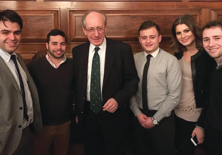 THE PINSKER team (including, from left, Jonathan Hunter and Yoseff Shachor) flanks former UK foreign