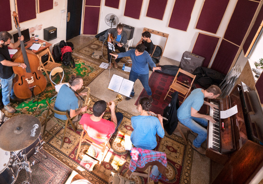 Jazz pianist Omri Mor puts his students through their collective pace