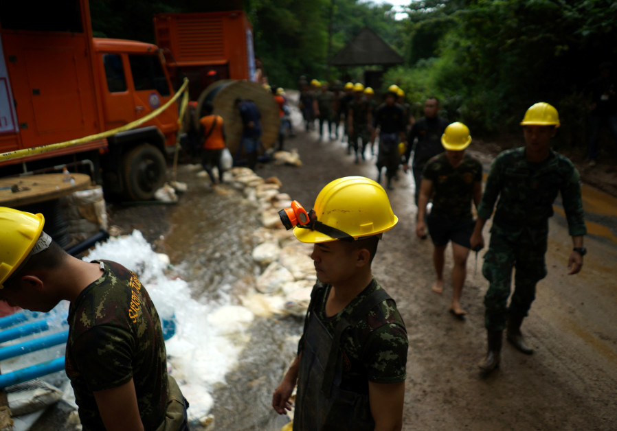 One rescuer dead, teams stuck on how to bring out Thailand's trapped boys