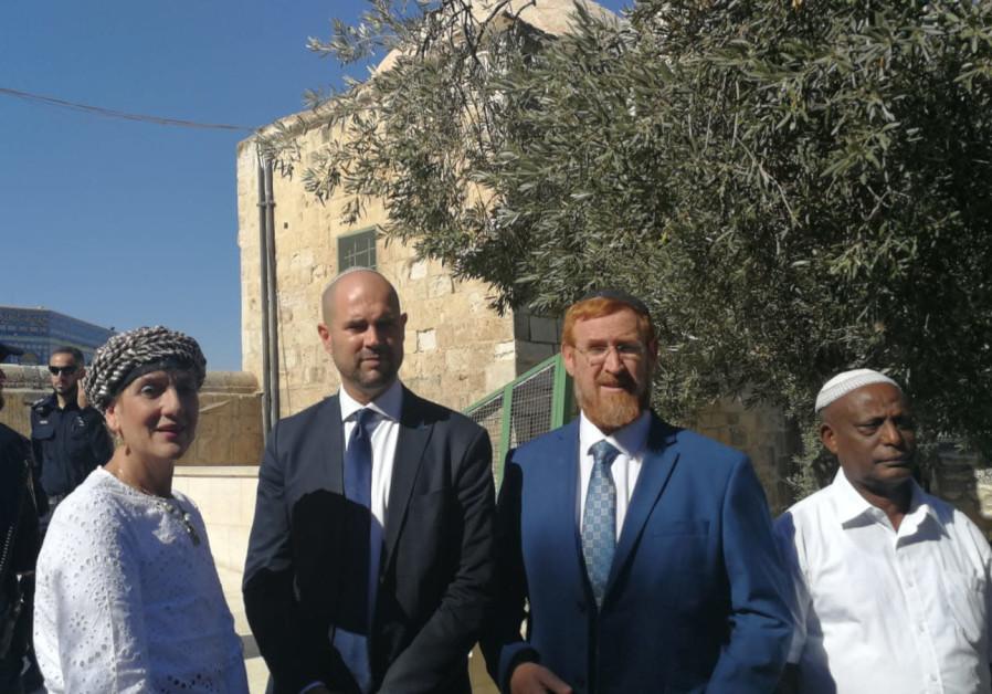 ehuda Glick (R),  Amir Ohana (C) and Shuli Moalem-Rafaeli (L) vist the Temple Mount, July 9, 2018